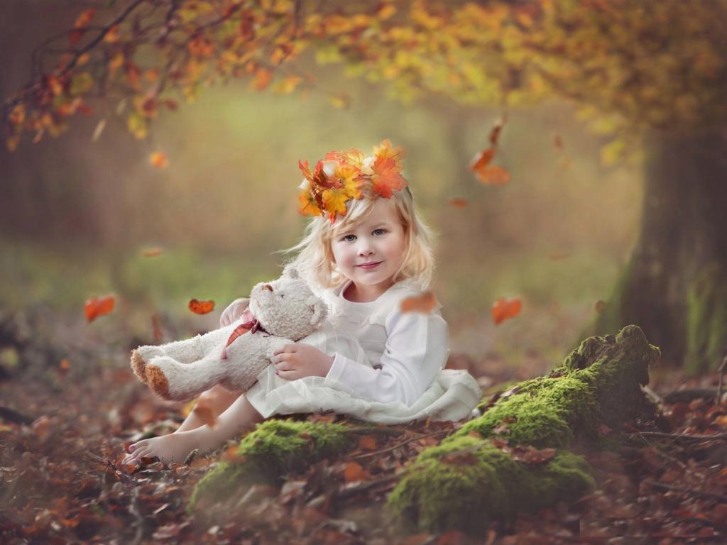 مدل ژست لاکچری دختر بچه در پاییز