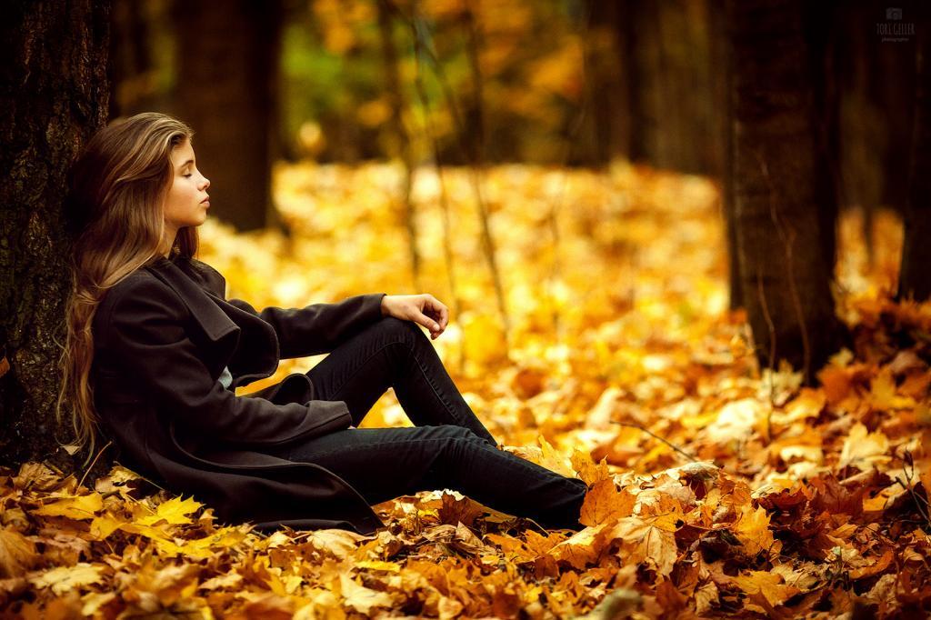 ژست عکس پروفایل دخترانه طبیعت پاییزی شیک