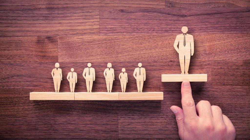 15 ویژگی عالی و خصوصیت رفتاری رهبران خوب برای موفقیت در کار