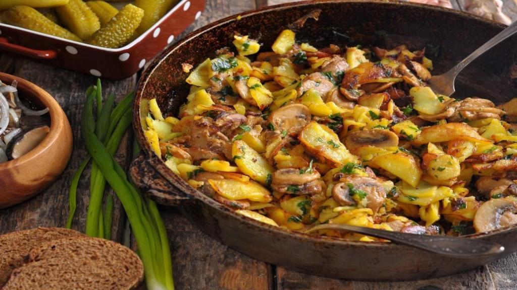 طرز تهیه خوراک قارچ و سیب زمینی خوشمزه و مجلسی بدون گوشت