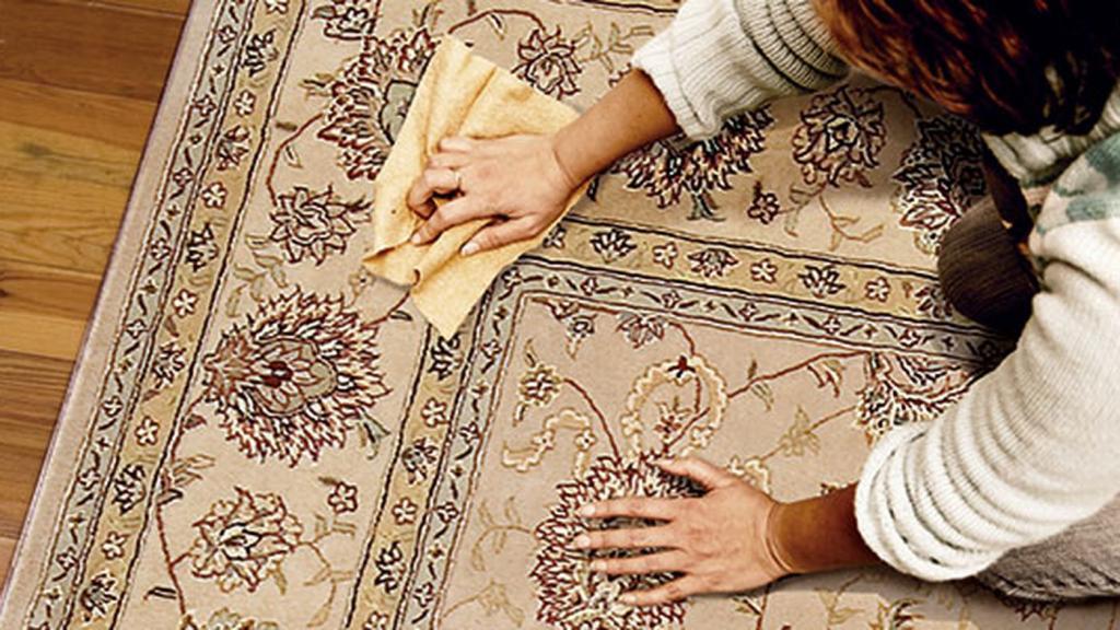از بین بردن و پاک کردن لکه جوهر از روی فرش با بهترین روش ها