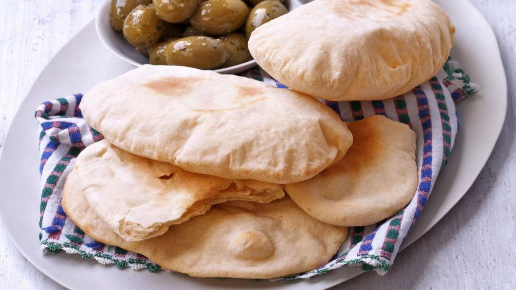طرز تهیه نان پیتا خانگی خوشمزه و آسان برای شاورما و ساندویچ