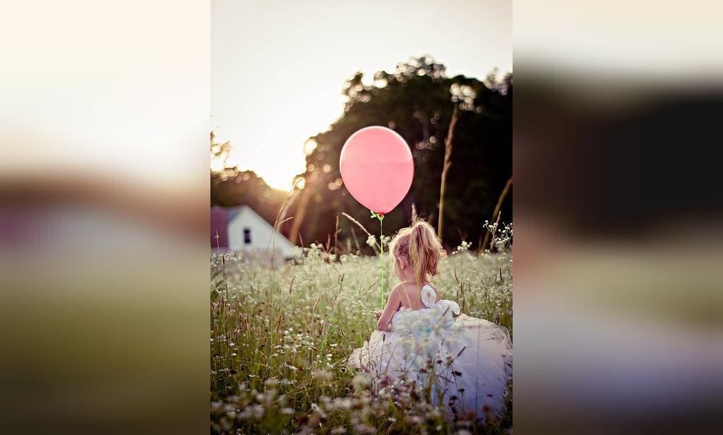 ژست عکس کودک دختر بچه در فضای باز