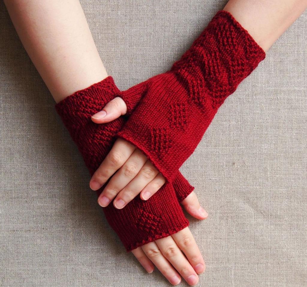 مدل دستکش بافتنی دخترانه با دومیل طرح لوزی