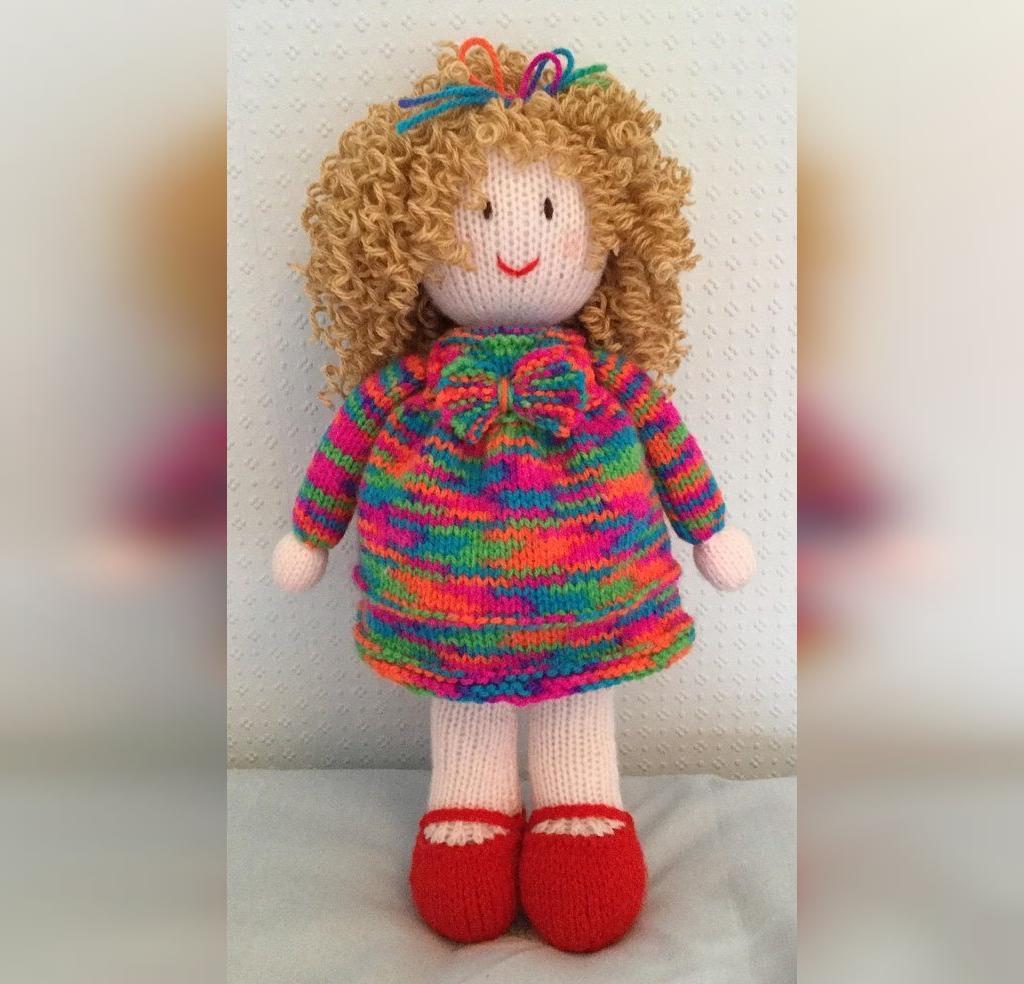 مدل عروسک بافتنی ساده دختر کوچولو مو فرفری