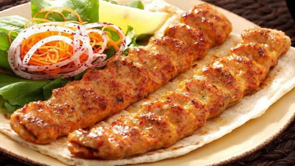 طرز تهیه کباب کوبیده مرغ خوشمزه رستورانی سبک تابه ای و زغالی