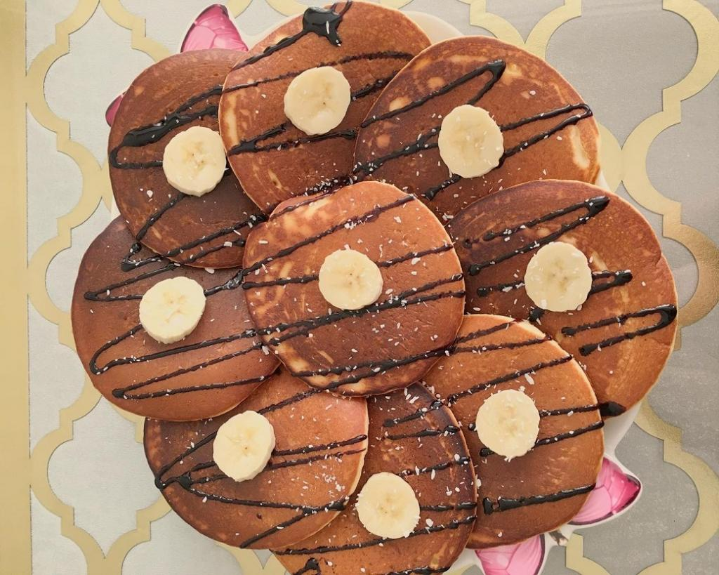 طرز تهیه پنکیک شکلاتی خوشمزه و پف دار