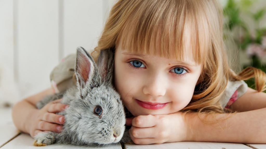 ژست عکس کودک با حیوانات