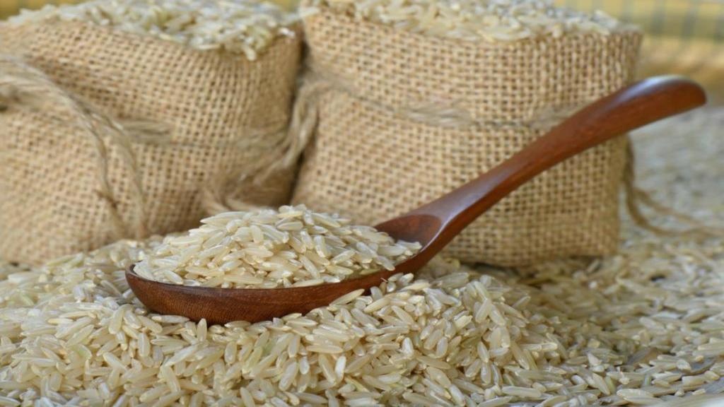 برنج قهوه ای چیست؛ ارزش غذایی و نحوه پخت برنج قهوه ای