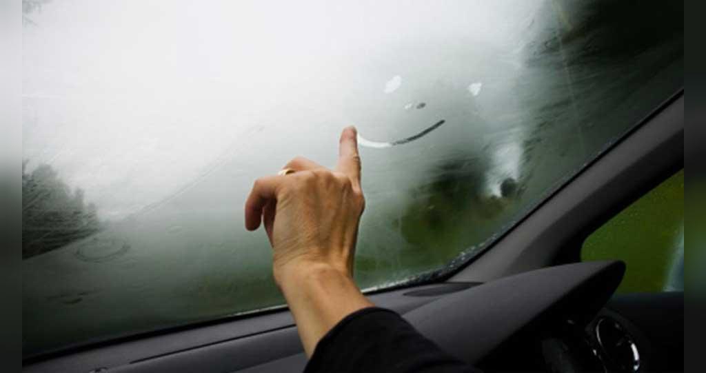 از بین بردن بخار گرفتگی شیشه ماشین در زمستان