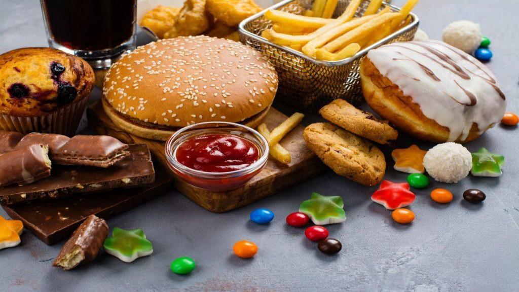 11 غذا ممنوعه برای دیابتی ها؛ چرا کربوهیدرات برای افراد مبتلا به دیابت ایجاد مشکل می کند؟