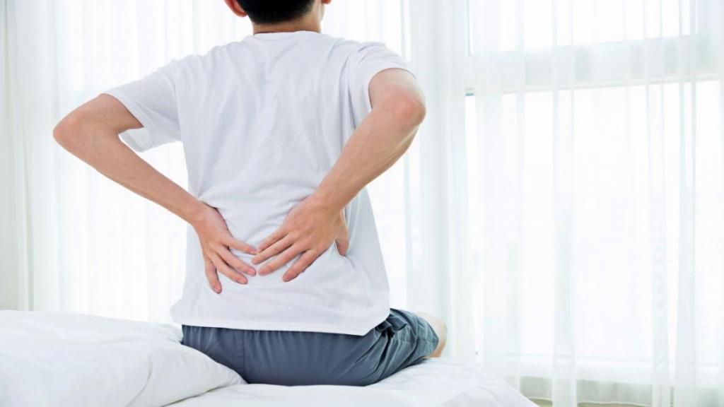 درد مفاصل شبانه؛ عوامل موثر که باعث بروز درد مفصل در شب می شوند