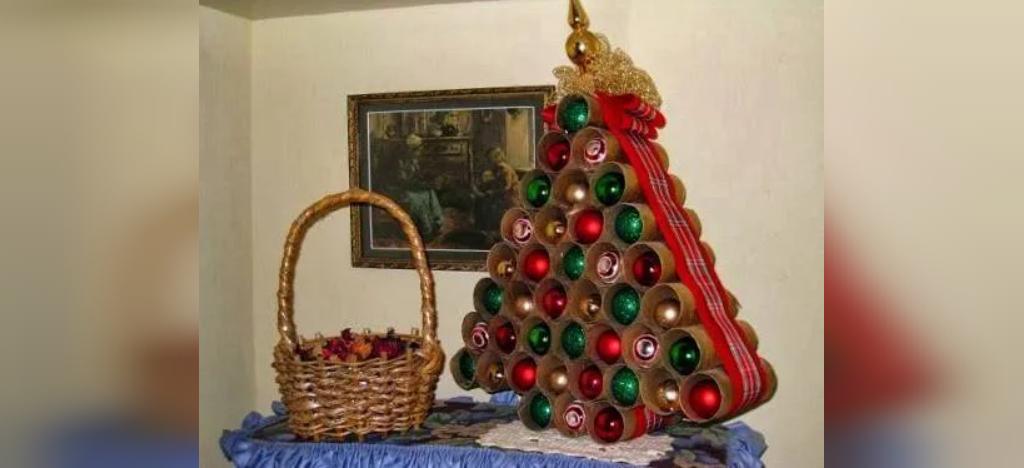 تزیین درخت کریسمس بازیافتی با رول دستمال توالت