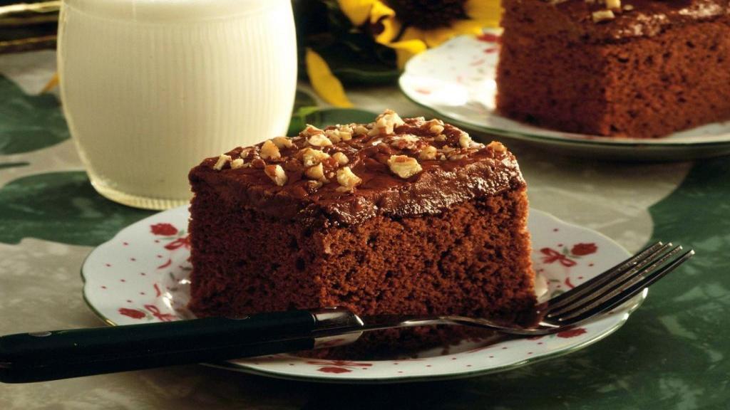 طرز تهیه کیک یک تخم مرغی شکلاتی با ماست خوشمزه با پف زیاد