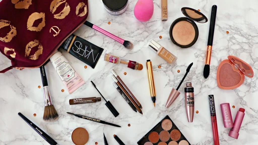 8 لوازم ضروری که خانم ها باید در کیف آرایشی خود داشته باشند