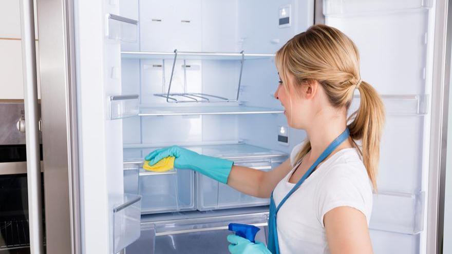 روش اصولی تمیز کردن یخچال و روش هایی مؤثر برای خوشبو کردن یخچال