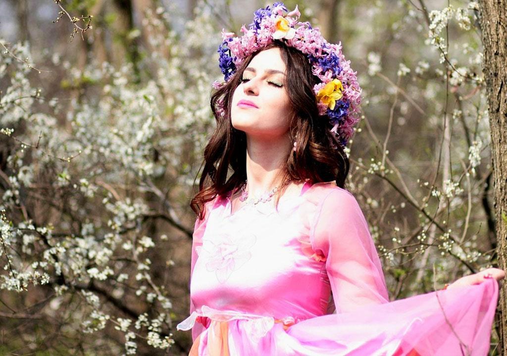 عکس دختر در بهار برای پروفایل