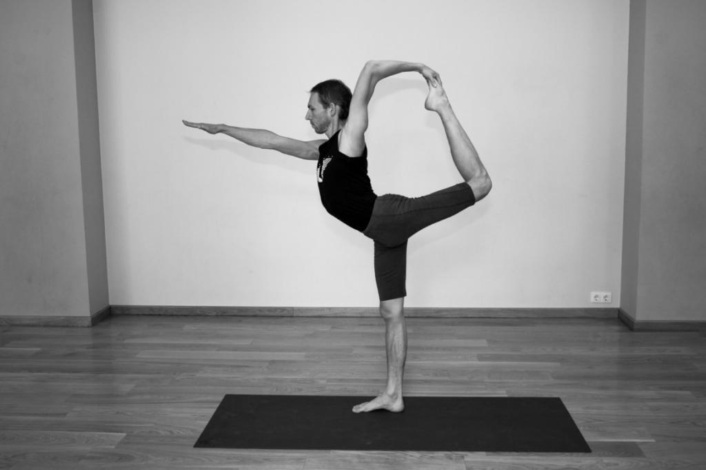 پوزیشن تعادلی رقاصه (Natarajasana)