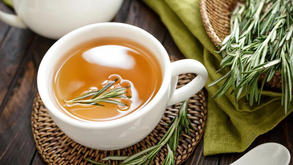 خواص و فواید چای رزماری برای سلامتی، سلامت روان، حافظه و طرزتهیه چای رزماری