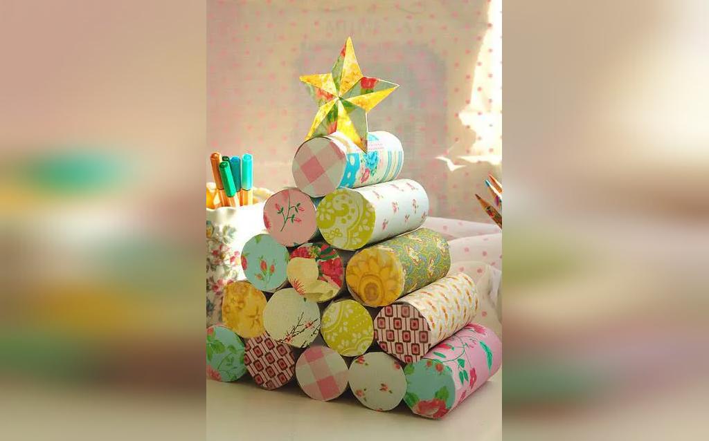 تزیین درخت کریسمس با رول دستمال کاغذی