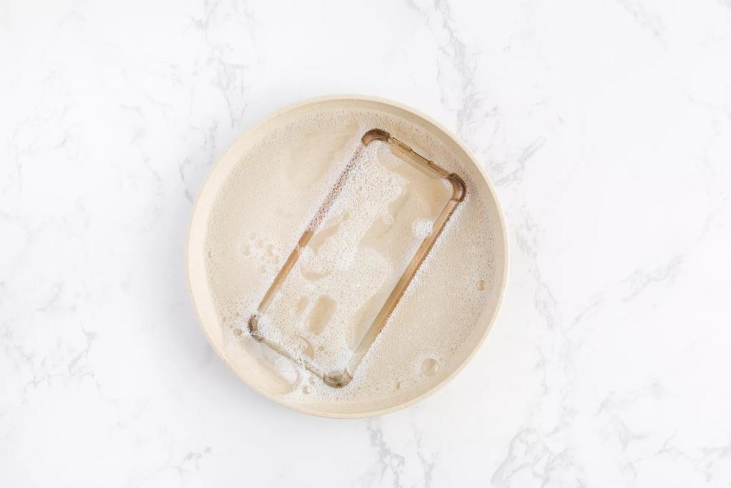 روش تمیز کردن انواع قاب تلفن همراه