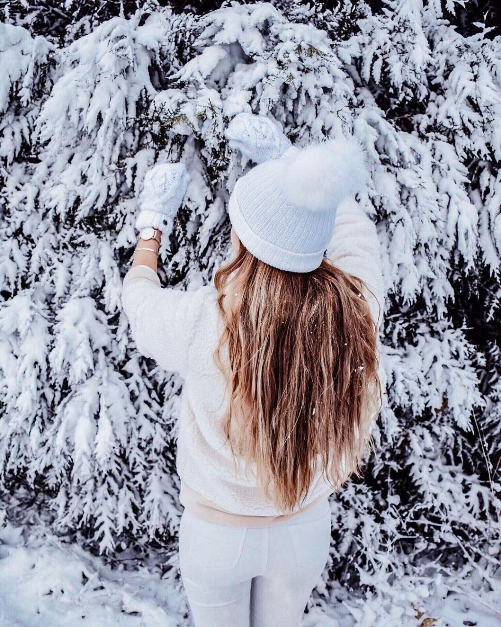 عکس پروفایل زمستانی دخترانه از پشت