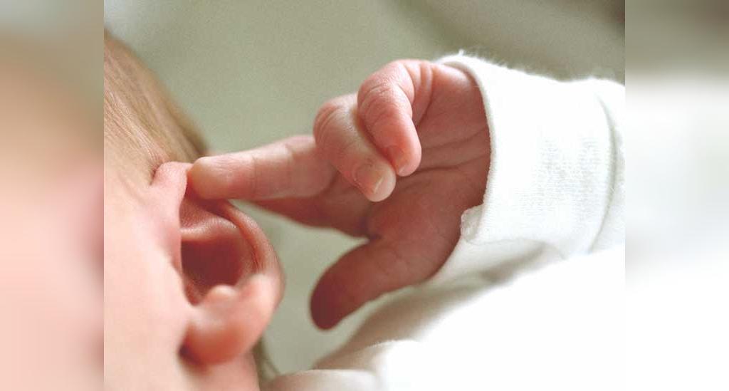 درمان عفونت گوش کودکان با روش های خانگی