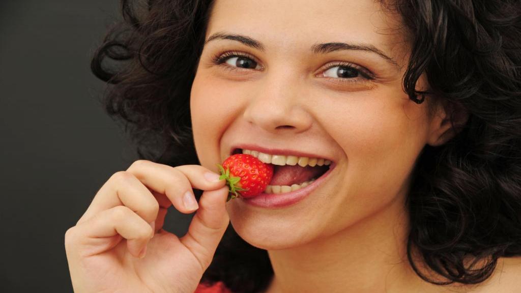 خواص توت فرنگی؛ آیا دیابتی ها می توانند توت فرنگی مصرف کنند؟