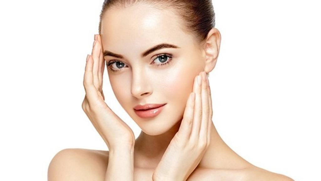 استفاده از هایلایتر و پرایمیپر برای درخشان کردن پوست