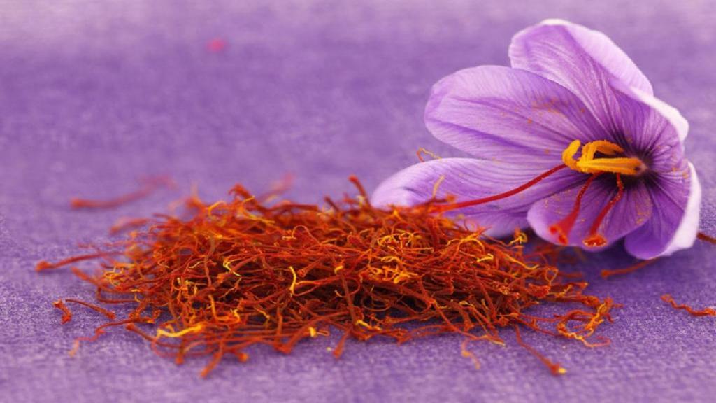 خواص زعفران؛ 11 مزیت و فواید زعفران برای مردان، زنان و پوست