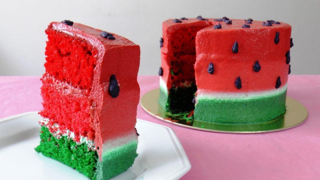 ایده تزیین کیک اسفنجی هندوانه ای شب یلدا