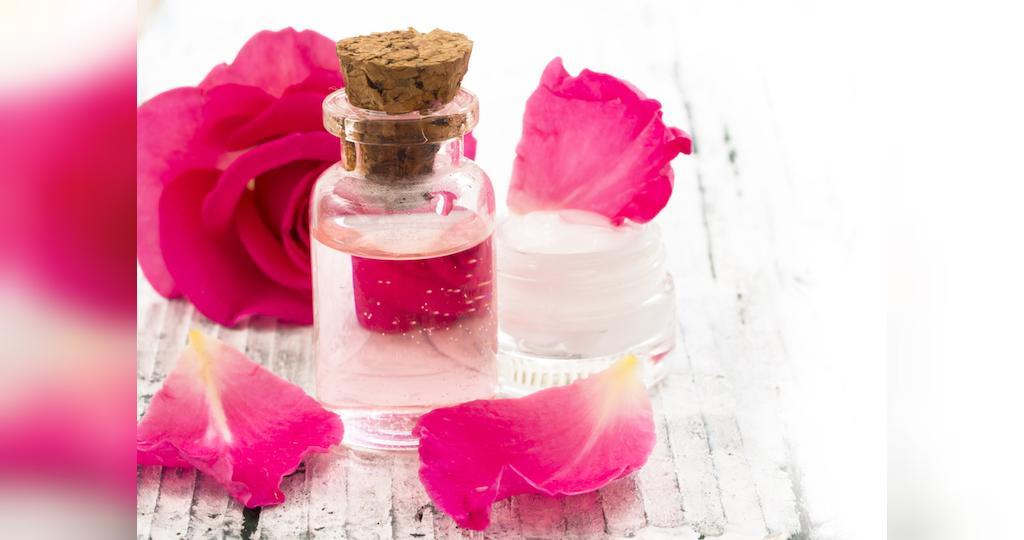 درمان جوش صورت با گلاب