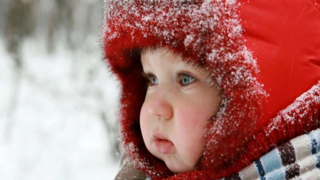 طریقه مناسب لباس پوشیدن به نوزاد در فصل زمستان