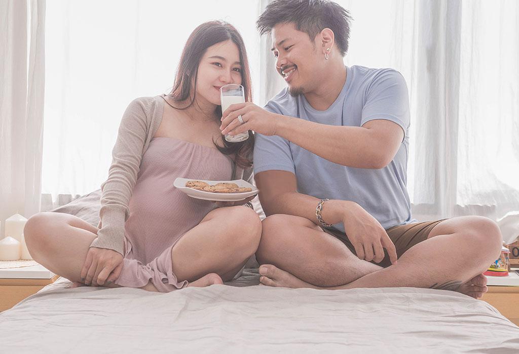 ژست عکس بارداری خارجی با همسر عاشقانه