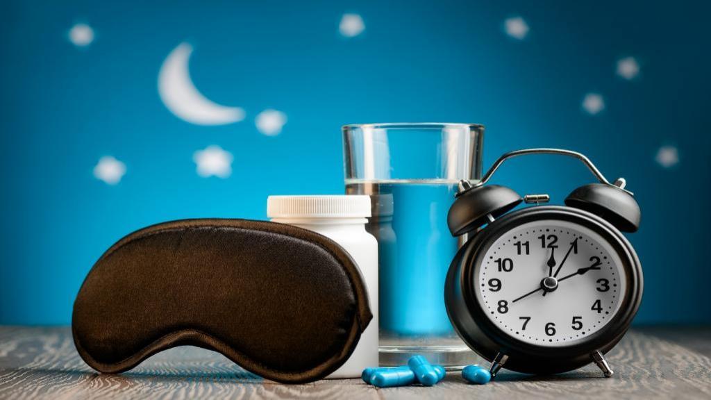 ملاتونین: روش صحیح مصرف، دوز و زمان مناسب + عوارض جانبی آن