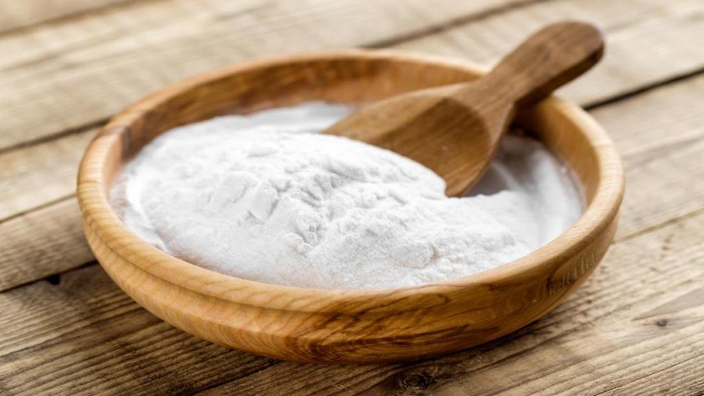 کاربردهای جوش شیرین؛ 16 نکته خانه داری آسان برای استفاده از جوش شیرین در شست وشو و نظافت