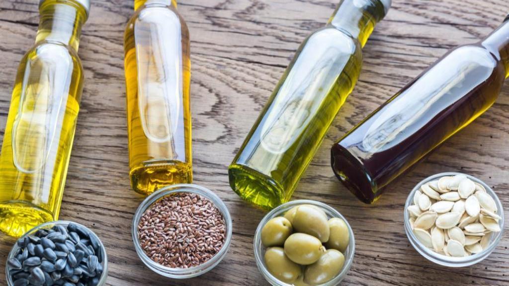 سالم ترین روغن ها برای آشپزی؛ معرفی 10 مورد از بهترین و مفیدترین روغن ها برای پخت و پز و سرخ کردن
