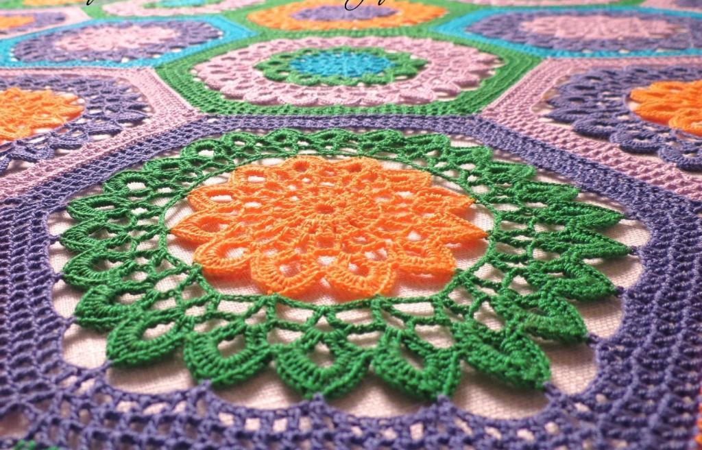 مدل رومیزی قلاب بافی شش ضلعی