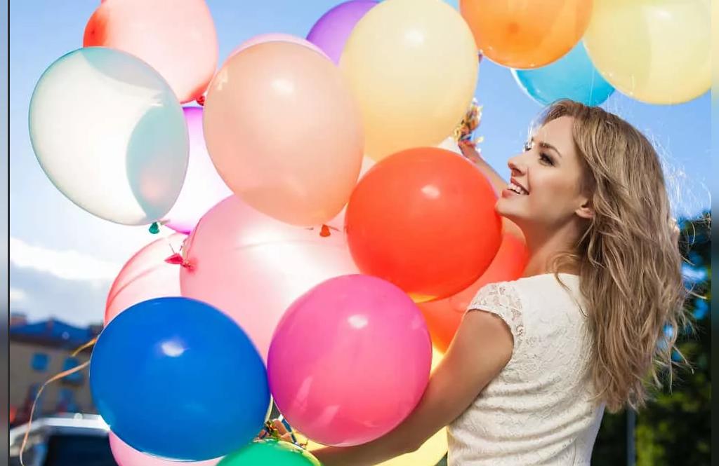 ژست جدید عکس تولد دخترانه در فضای باز