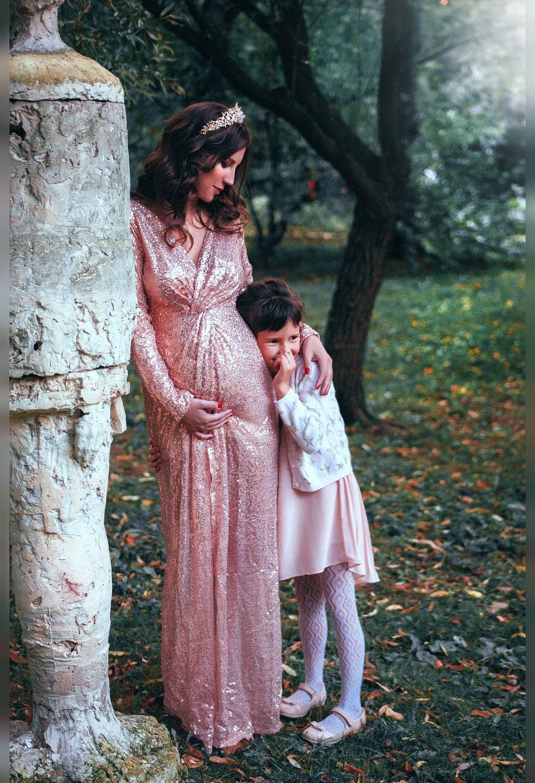 ایده عکس بارداری دونفره در آتلیه